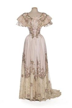 Evening dress of the 1800s