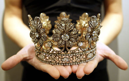 spanish-diamond-coronet